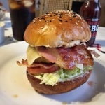 "#Burguer #HomemadeBread #Treat • <a style=""font-size:0.8em;"" href=""http://www.flickr.com/photos/139497134@N03/38994051094/"" target=""_blank"">View on Flickr</a>"